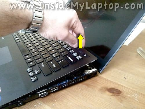 Lift up keyboard assembly