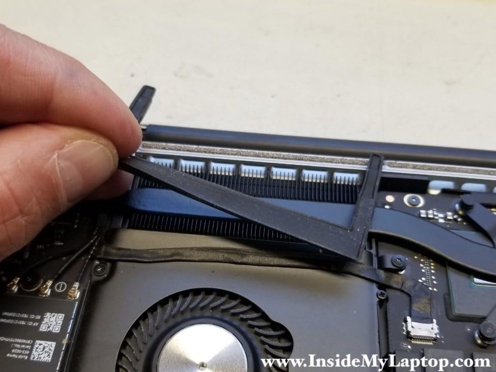 Remove rubber fan gasket