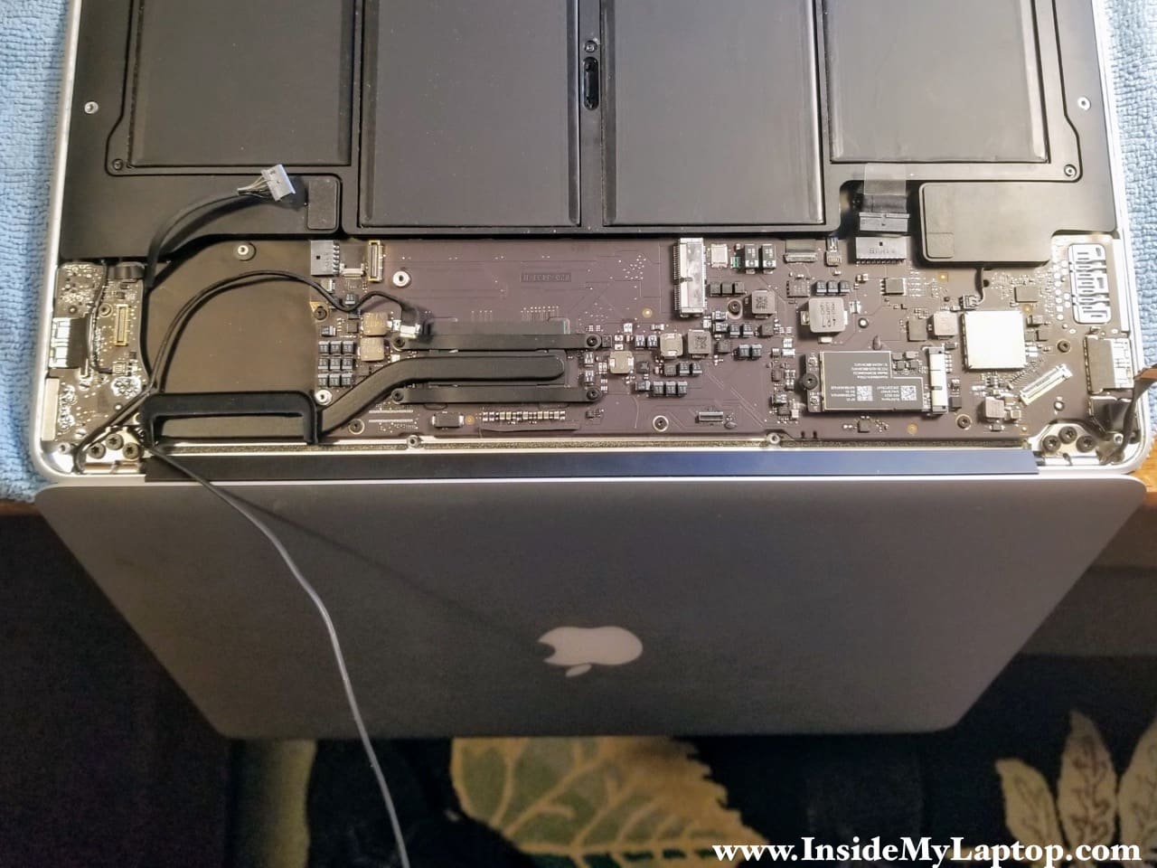how to fix upside down screen on laptop