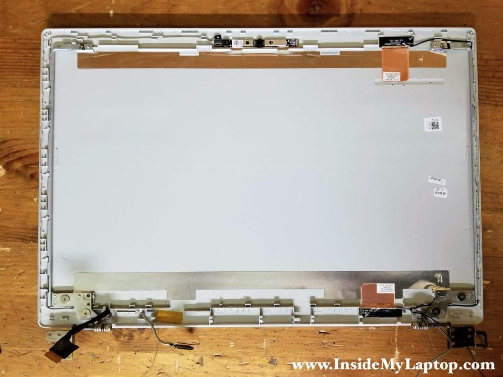 With the screen removed you can easily access and replace both display hinges if necessary.